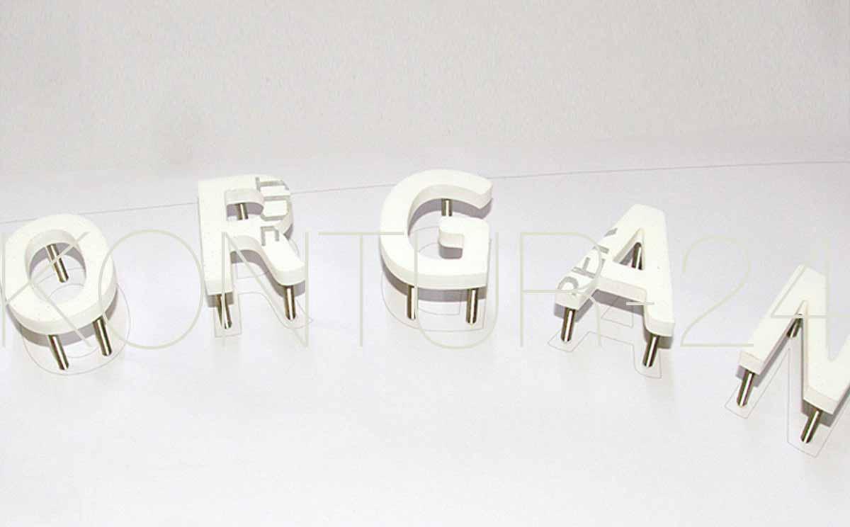 3D Acrylbuchstaben 8mm durchgefärbt weiß glanz / Befestigung mit V2A-Stiften / gefräst in 48h:Fertigung